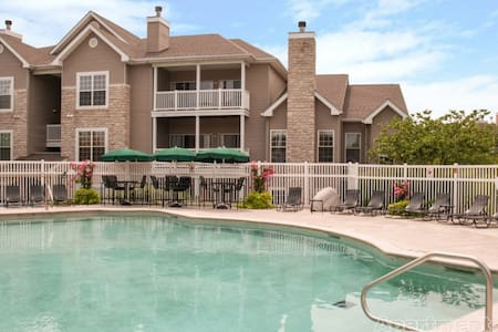 1 Bedroom near Creve Coeur - St. Louis