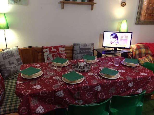 Soggiorno/Pranzo. Dining Room