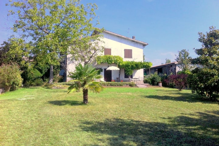 Scenic Holiday Home in Pastrengo near Lazise Lake, City Centre