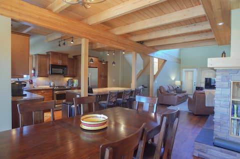 Family-Friendly, Entire Townhome, Ski-in Ski-out