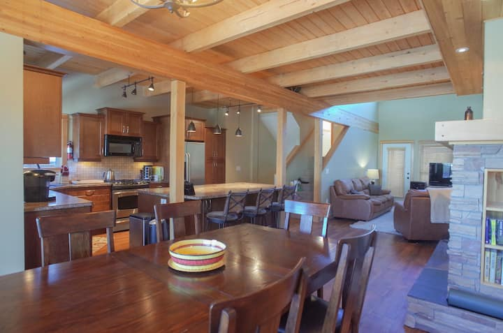 Family-Friendly Townhome, Ski-in Ski-out, Hot Tub