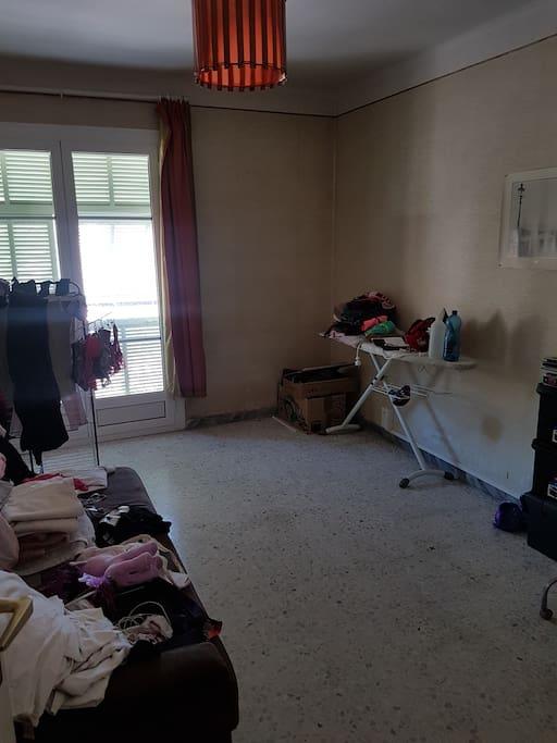 Chambre avec canapé lit en 140.