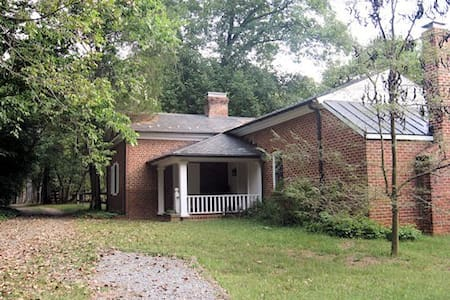 Peaceful Farm Cottage on James River - Scottsville - Casa