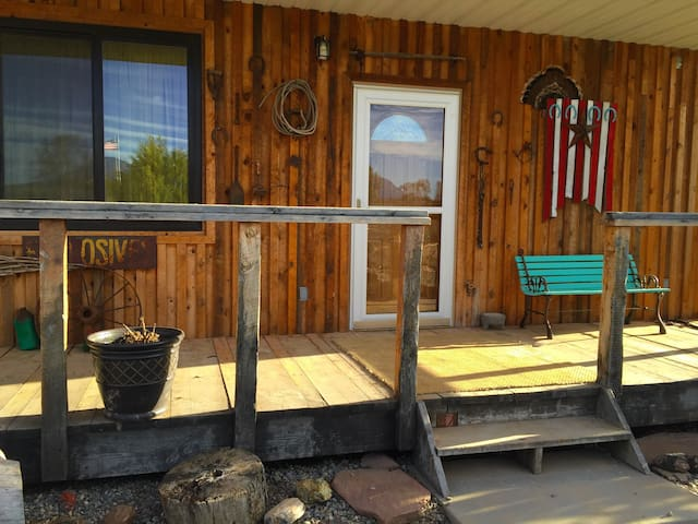 Stunning Bunkhouse 2BR Cabin - Blanding - Cabin