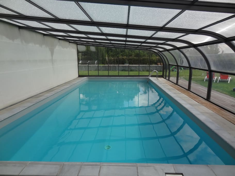 piscine couverte 11x5m avec douche