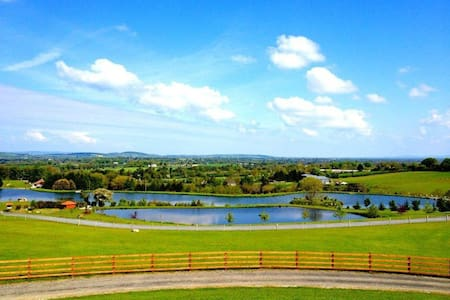 Cosy Log Cabin set on stunning lakes in Carlow. - Milltown, Garryhill, Bagenalstown