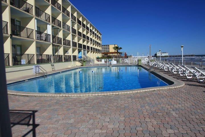 Daytona Ocean Front Resort-Studio-Best Location