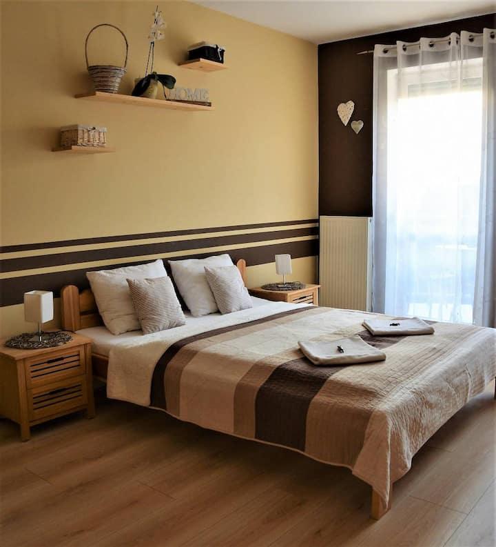 Holiday & Home Apartment- Belvárosi erkélyes lakás