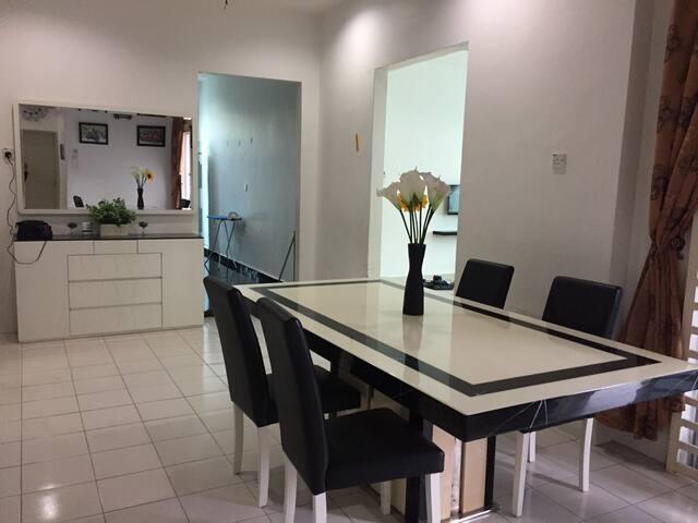 Ruang makan utama