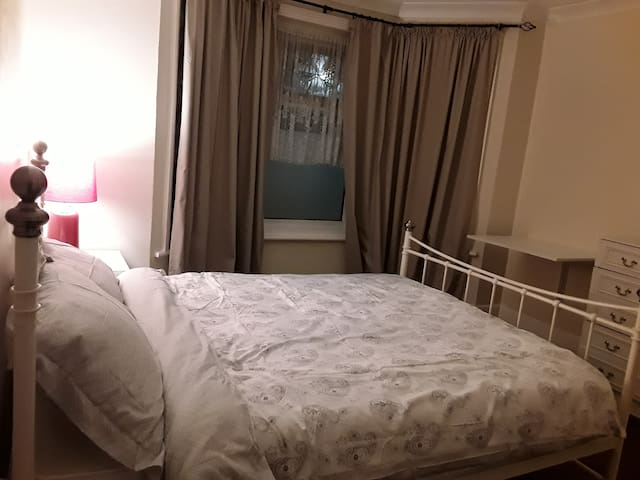 Double room , breakfast , close to University