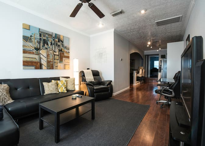 Business Hotel-Inspired Modern Work&Live Downtown