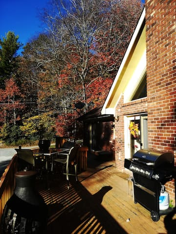 The large deck has a gorgeous view and can accommodate large groups. Enjoy a cookout on the deck with some grilled food! There's plenty of seating with three tables with ten chairs all together.