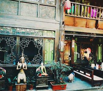 有温度的院落,有态度的旅行策划,带您走进有深度的丽江。瓦猫大床房 - Lijiang