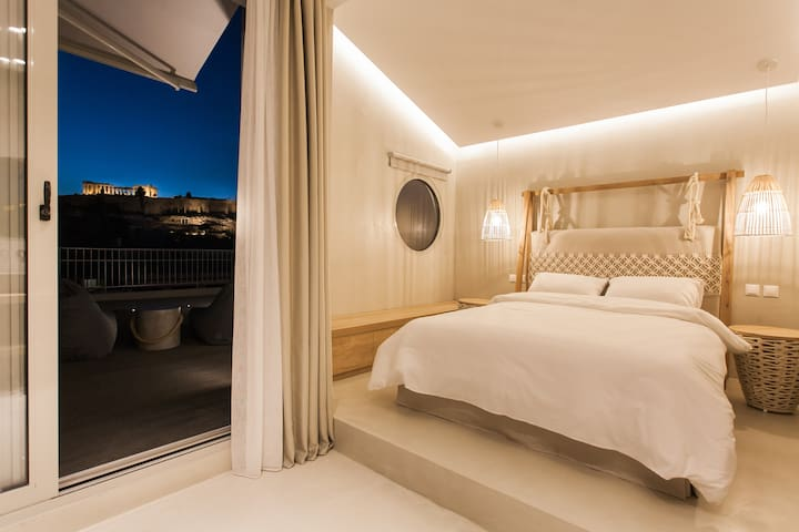 Acropolis view 360° sky suite