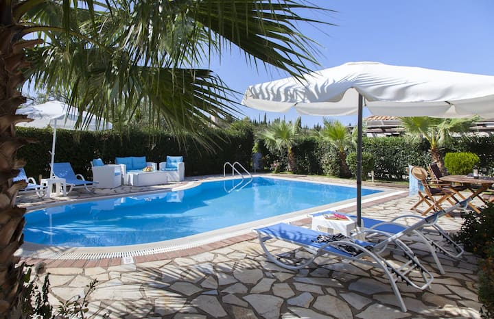 Villa Aliki with Private Pool and lushious Garden