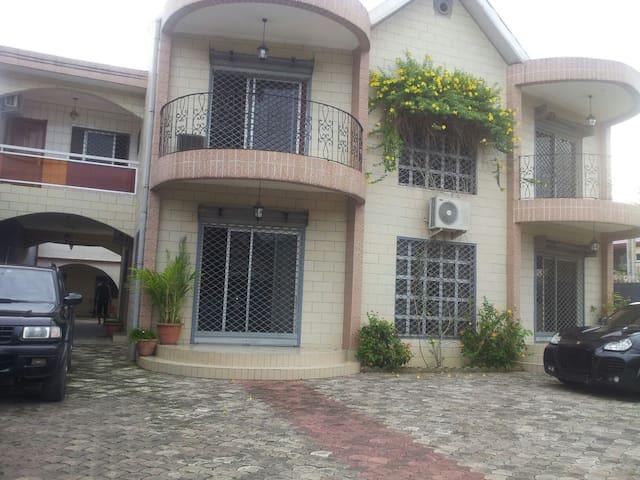 Dye's luxury Villa, Bijou, Makepe