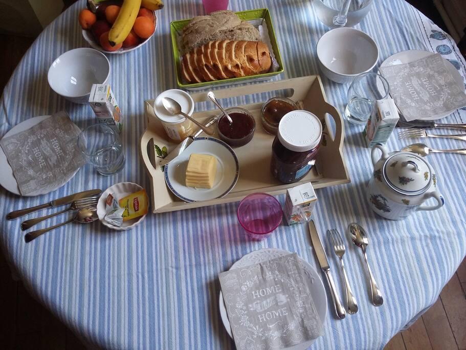 Petit déjeuner (à la demande et en option)