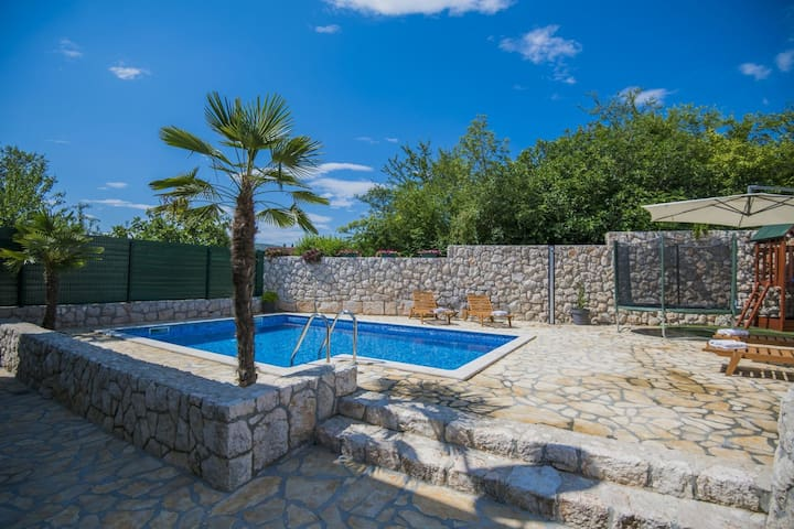 ctim227/ Modern holiday home with private pool in Imotski - Makarska, up to 8 people, children's playground, wi-fi