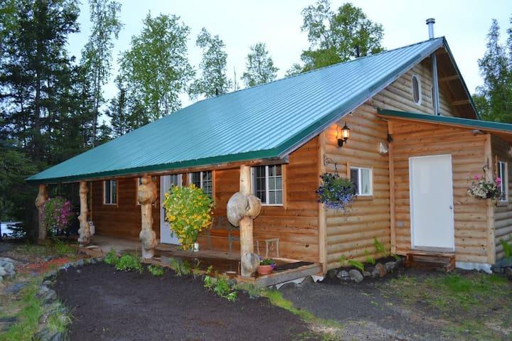 Hope's Hideaway Lodge in Hope, Alaska