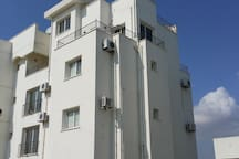 Apartment on top floor - 4 balcony's - for you!