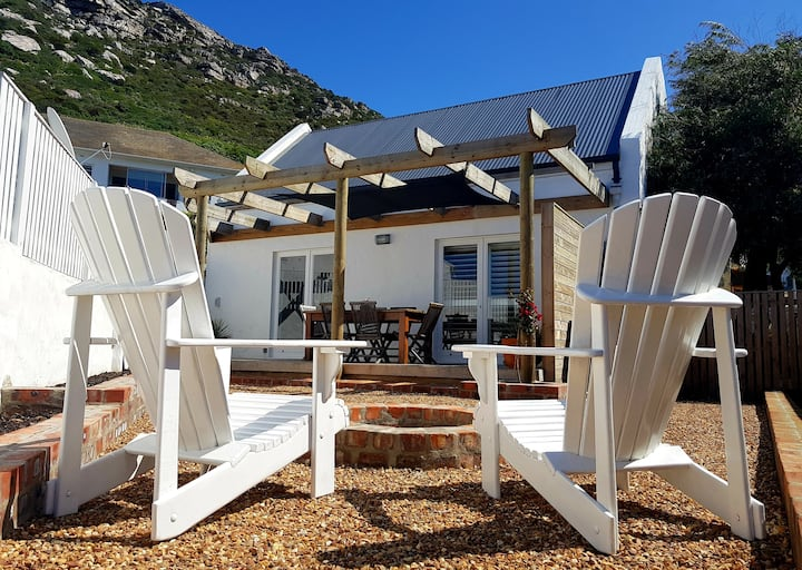 Kalkhoven Cottage central in KalkBay with sea view