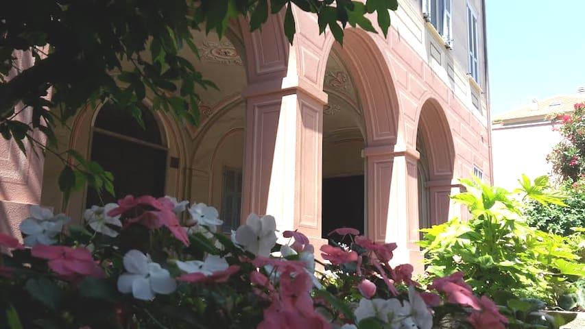 Alloggio con giardino a Finalborgo