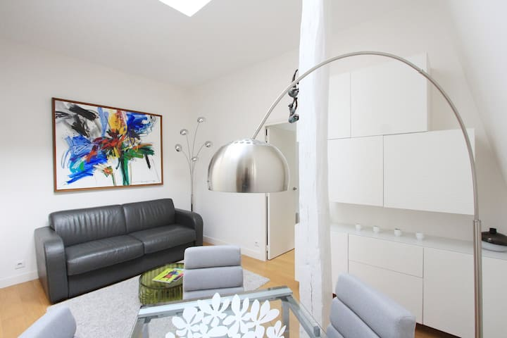 Beautiful one bedroom architect Haussmann area