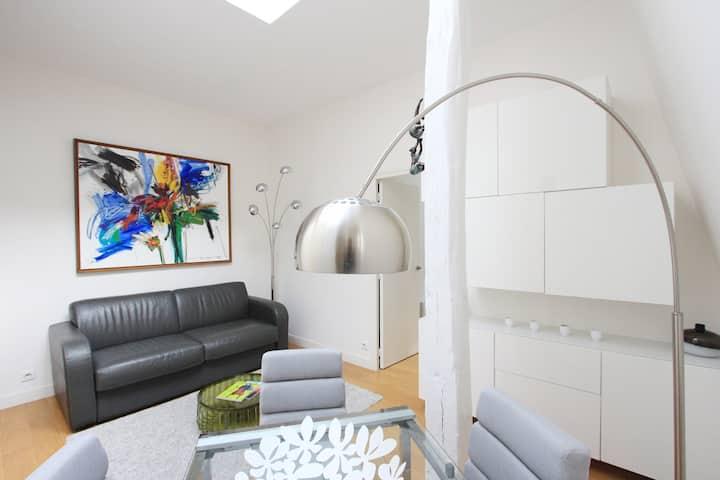 Beautiful one bedroom architect Haussmann area