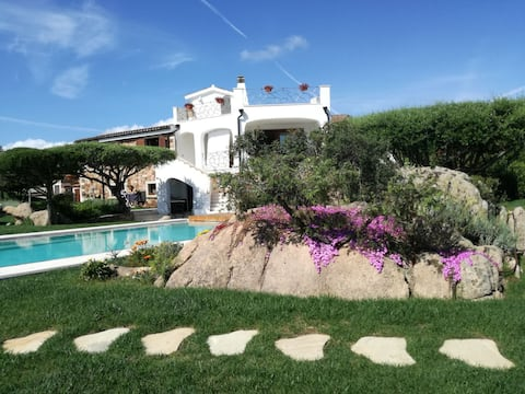 CalaGinepro, apartment in villa, 300mt from the sea