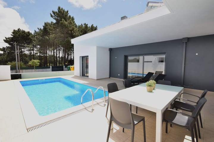 Modern villa with private pool, near the beautiful beach of Foz de Arelho