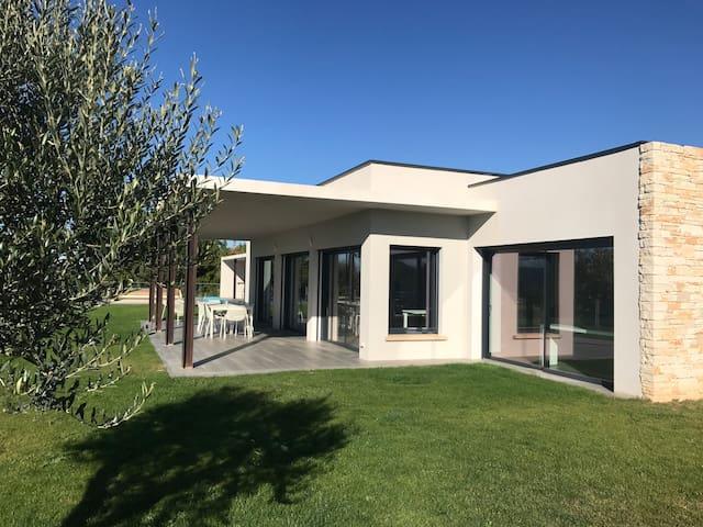 Villa de luxe, piscine chauffée et salle de sport
