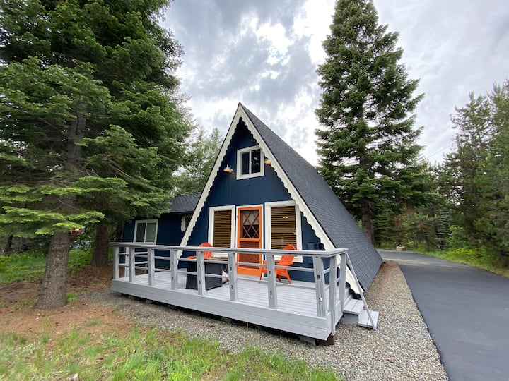 Luxury A-Frame, Sleeps 6, Garage, Great WiFi!
