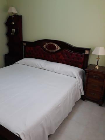 Habitación de matrimonio en Toledo baño compartido