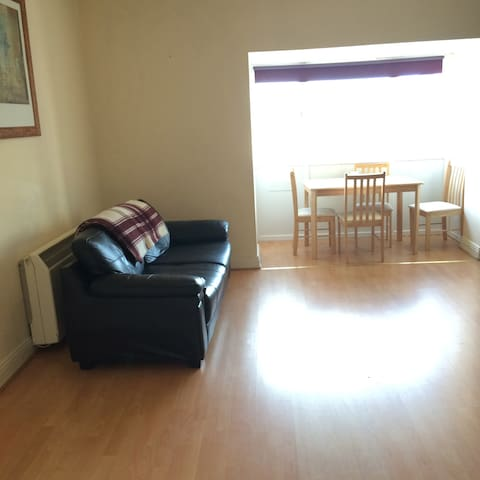 Comfy 2BD w/ great public transport to city centre - Inchicore - Appartement