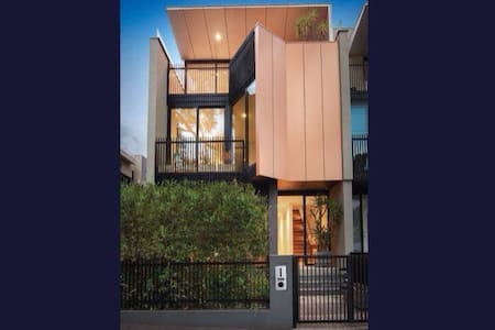 Brilliant Location, Hotel Style - South Melbourne - House