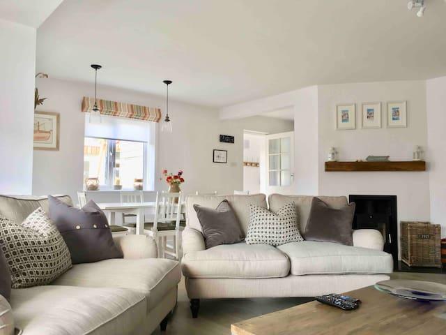 Beautiful family home, sea views, 2mins from beach