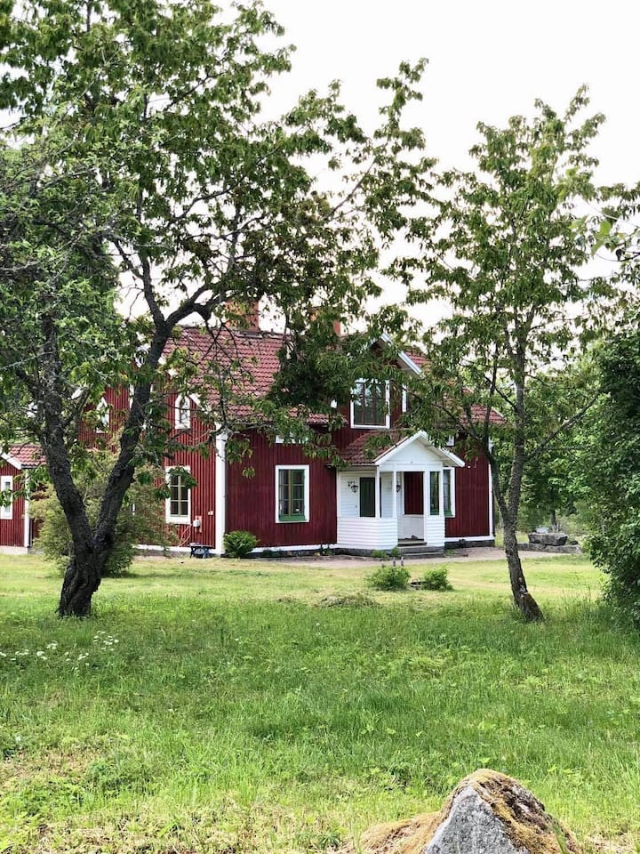 Beautiful old farm house in rural surroundings!
