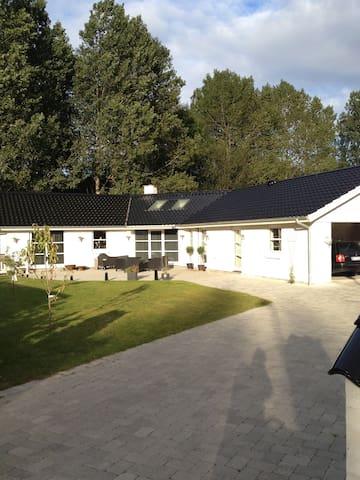 Skøn villa i rolige omgivelser. - Holbæk - Villa