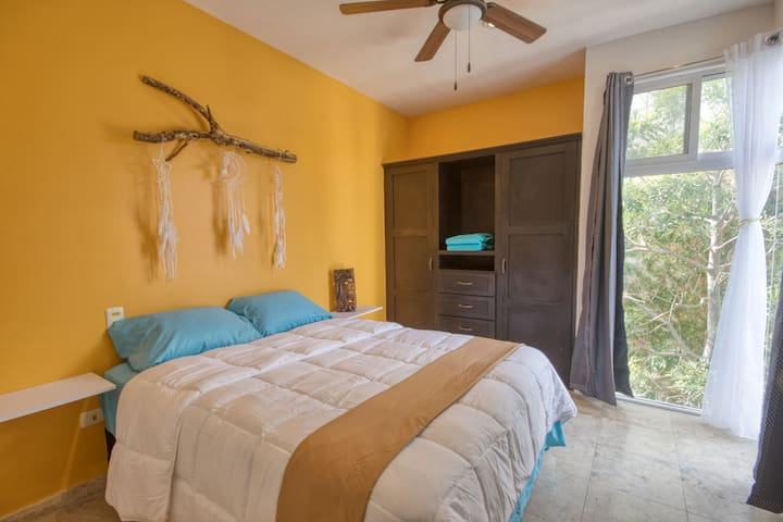 Only good dreams in this queen-size bed with mountain view. Huge closet with plenty room for your unforgettable holidays