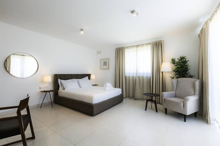 Penthouse Suite_Two Pillows Boutique Hostel