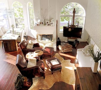 Tarkington Terrace, Villa/loft living by Cal Arts - Stevenson Ranch - Rumah bandar