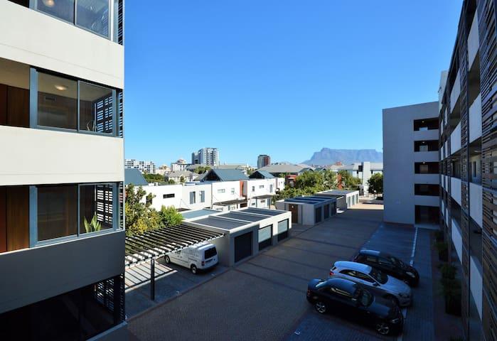 Quayside 1 Bedroom apartment in Century City
