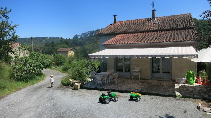 Chambre avec terrasse: 10min Castres-30min Albi - Roquecourbe - Talo