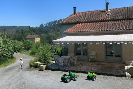 Chambre avec terrasse: 10min Castres-30min Albi - Roquecourbe - Huis