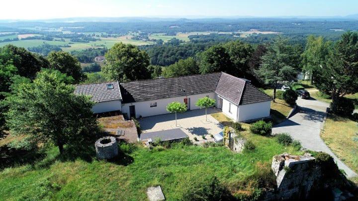 Gite 4 * (6-8) proche Besançon  vue superbe Jura