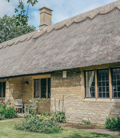Idyllic single storey thatched cottage