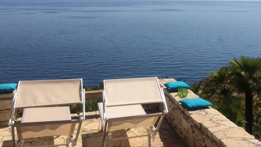 ChaletLePalmette 2-4 guests Sicily NW, sea front