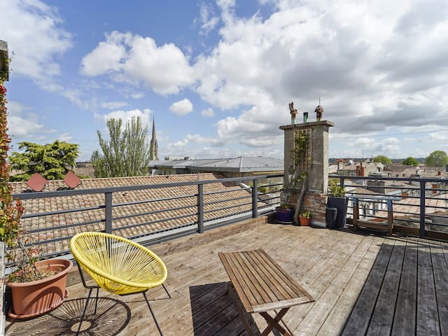 MEDIUM STAY ONLY - Apartment with a beautiful terrace in Bordeaux - WELKEYS