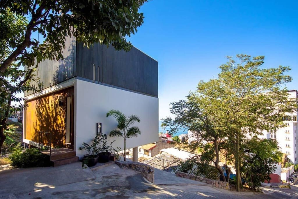 The Cube Modern Stand Alone Home In Downtown Maisons