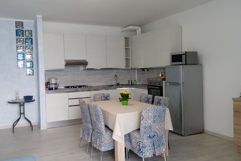 kitchen equipped with dishwasher, oven, microwave, fridge ....